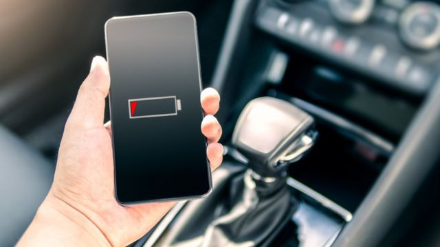A person holds a phone without a battery.