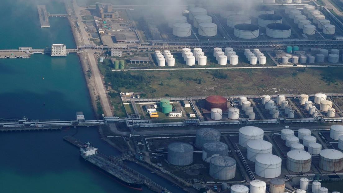 China buys less Saudi crude, slowing oil imports