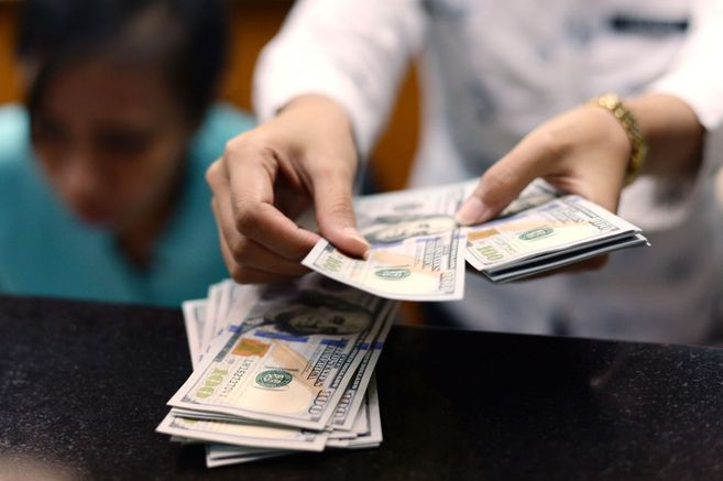 Analysts expect the dollar to move between $3,690 and $3,750