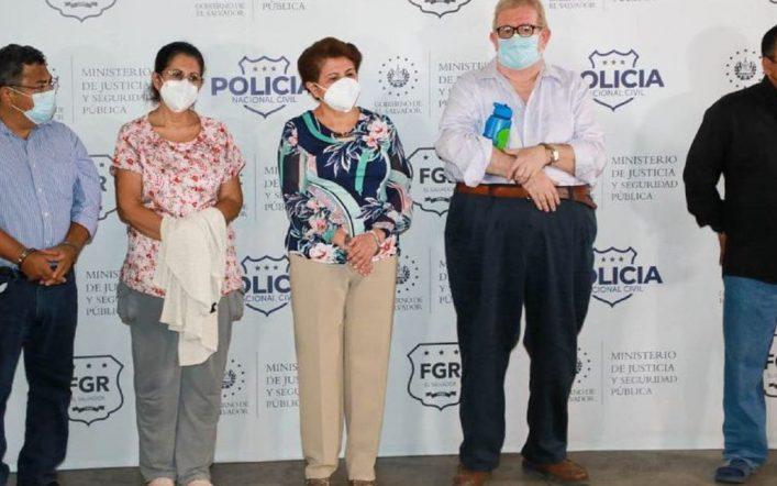 El Salvador police have detained four former ministers and ex-mayor Violetta Menjevarجي
