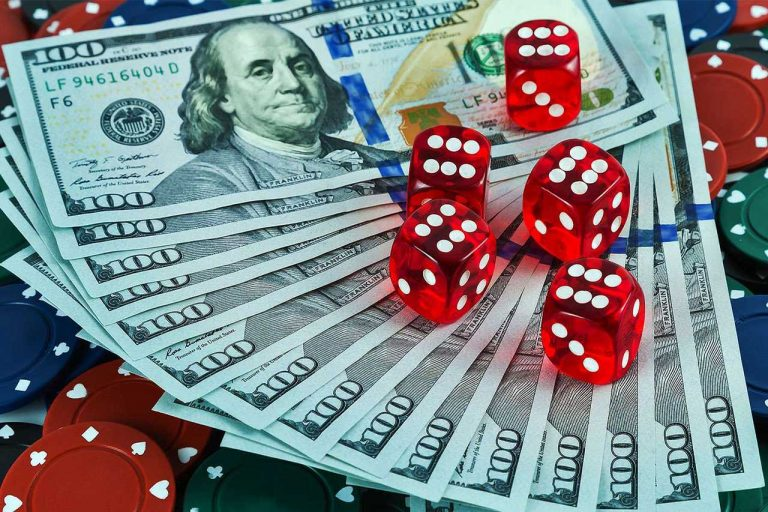 """Why Online Gambling is Becoming the """"King"""" of the Casino Industry"""