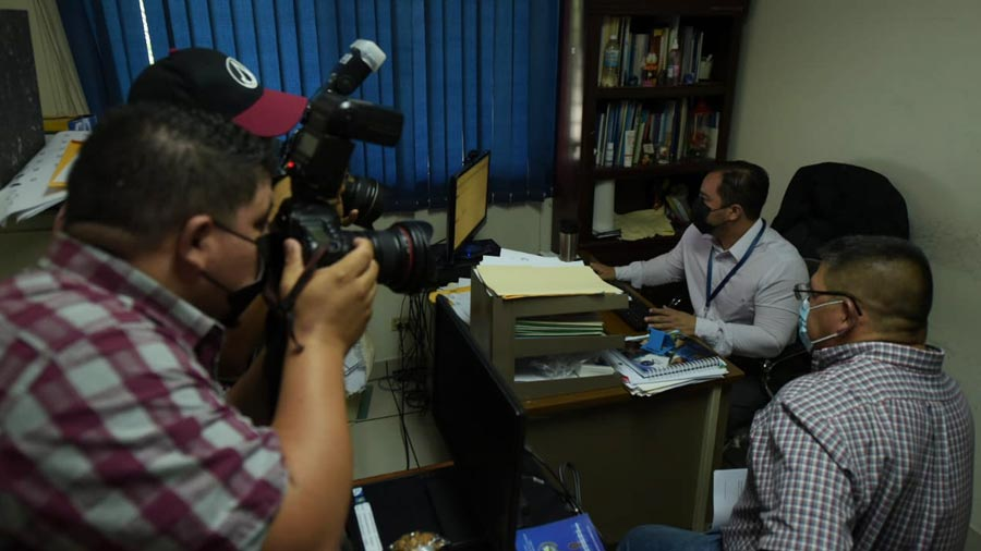 Journalist Jorge Beltran sues the Palestinian National Council inspector for beating him ل