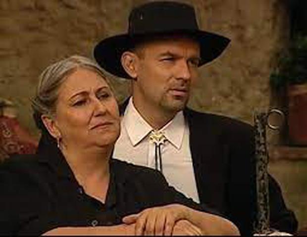 Clemencia Guillén played Carmela Gordillo, the evil villain and servant of Fernando Escandón, in