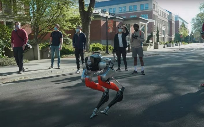 Video: A bipedal robot travels 5 kilometers for the first time in the United States.
