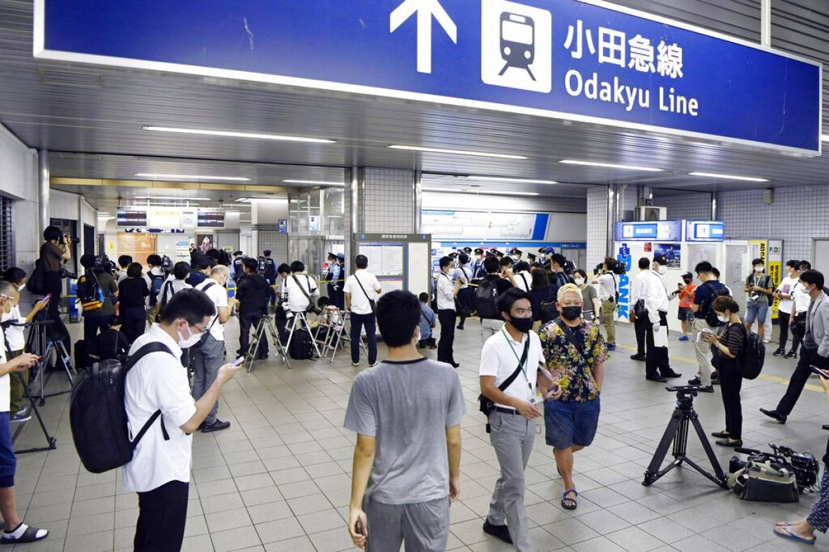 10 passengers stabbed on Tokyo suburban train