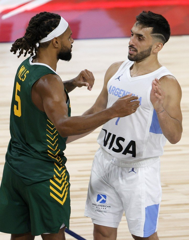 Mills vs Campazzo, in a friendly match in July, in the United States.
