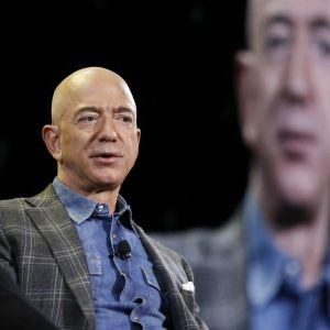 Jeff Bezos lost $13.5 billion and there is concern at Amazon