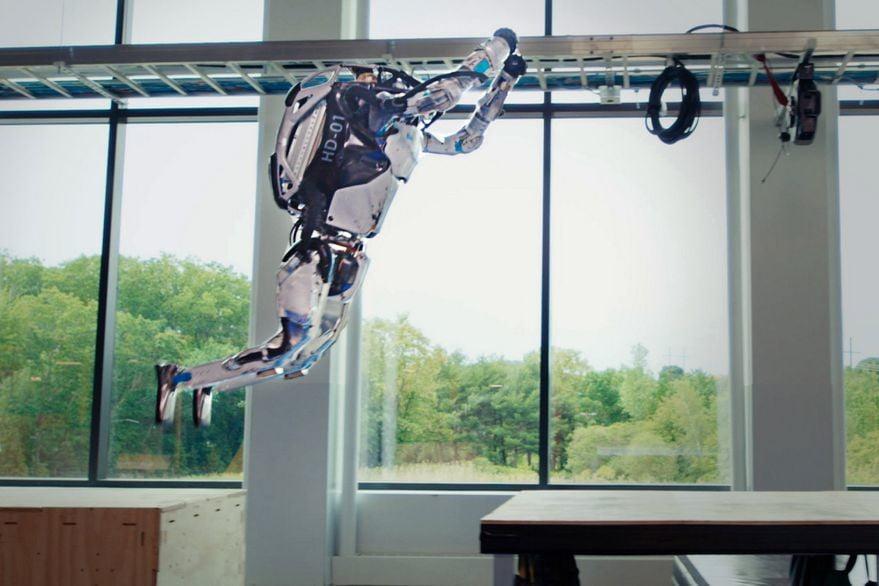 Boston Dynamics robots perform parkour-style leaps