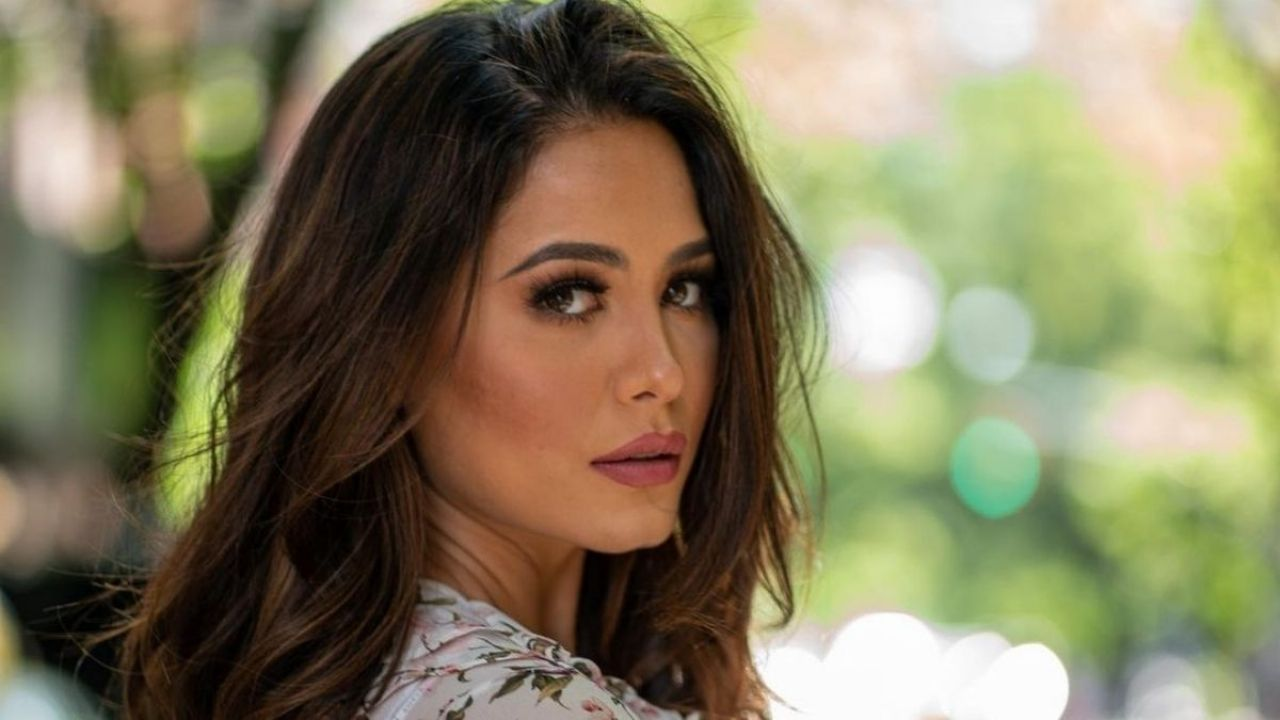 Andrea Mesa, Miss Universe, has captured the interest in a small mansion that you want to incorporate into your wardrobe