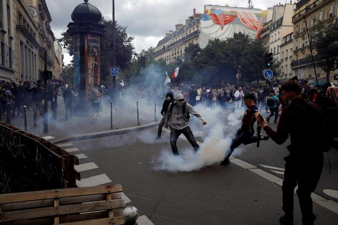 More than 200,000 people demonstrated in France against the health passport