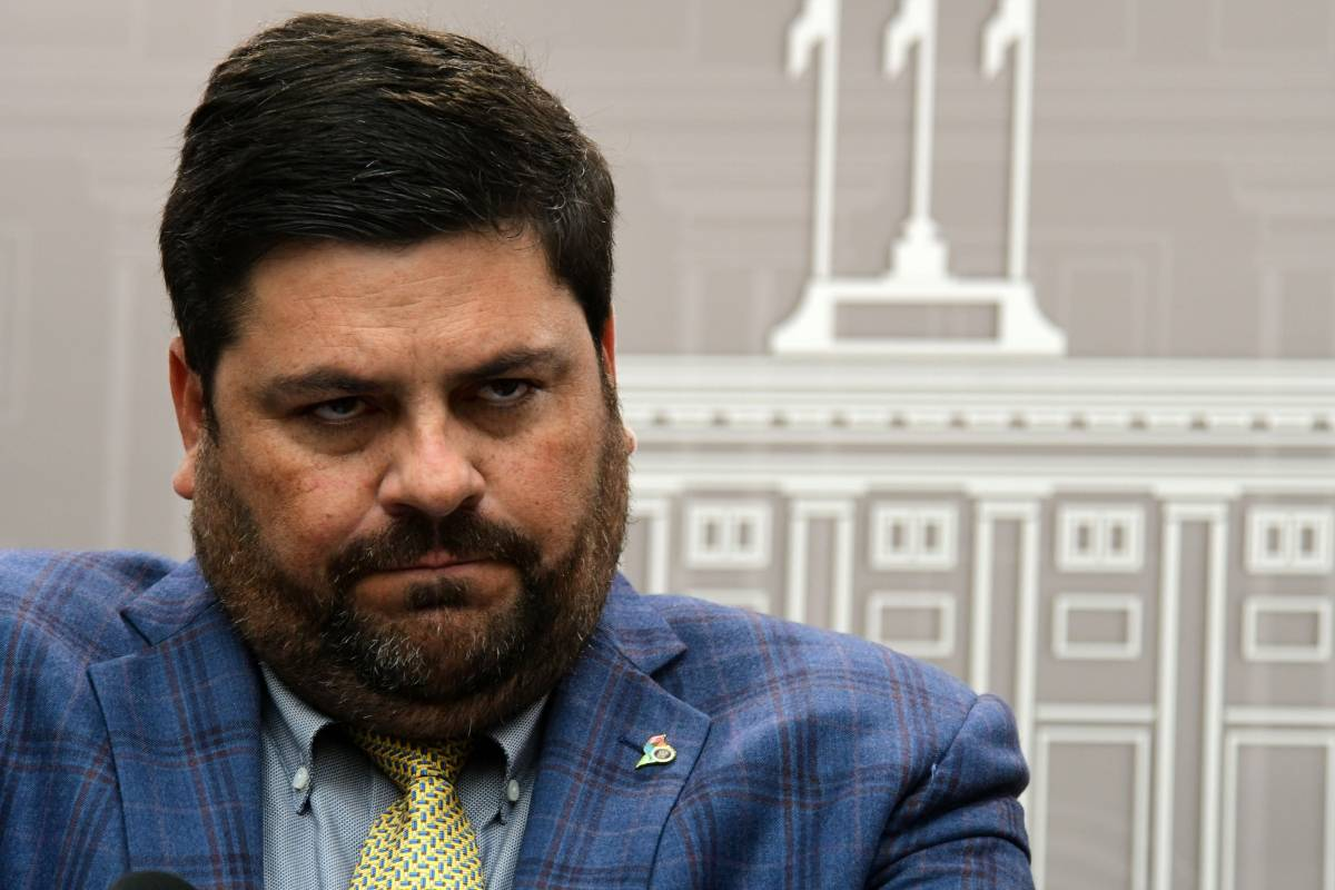 The Minister of Health warns of new restrictions if people do not cooperate to stop infection