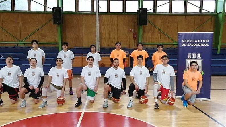 Young people participate in basketball workshops funded by Injuv