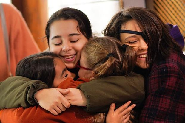 This series tells the lives of Mavi, Muzi, Bambi and Zeynep, a group of girls who share the same room in the Maher Boztepe orphanage (Photo: Cocukluk/Instagram)