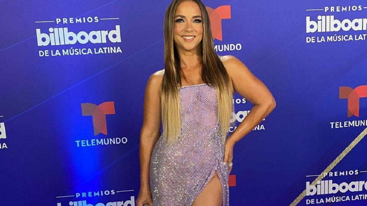 A perfect figure, Adamari Lopez dazzles with her beauty and makes everyone fall in love