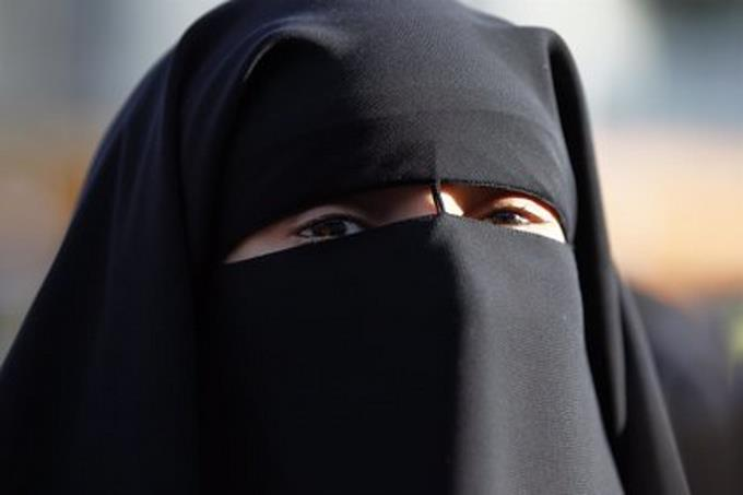 Afghan students must wear the abaya and the niqab