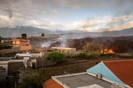 Lava rivers continue to devastate La Palma as it prepares for acid rain