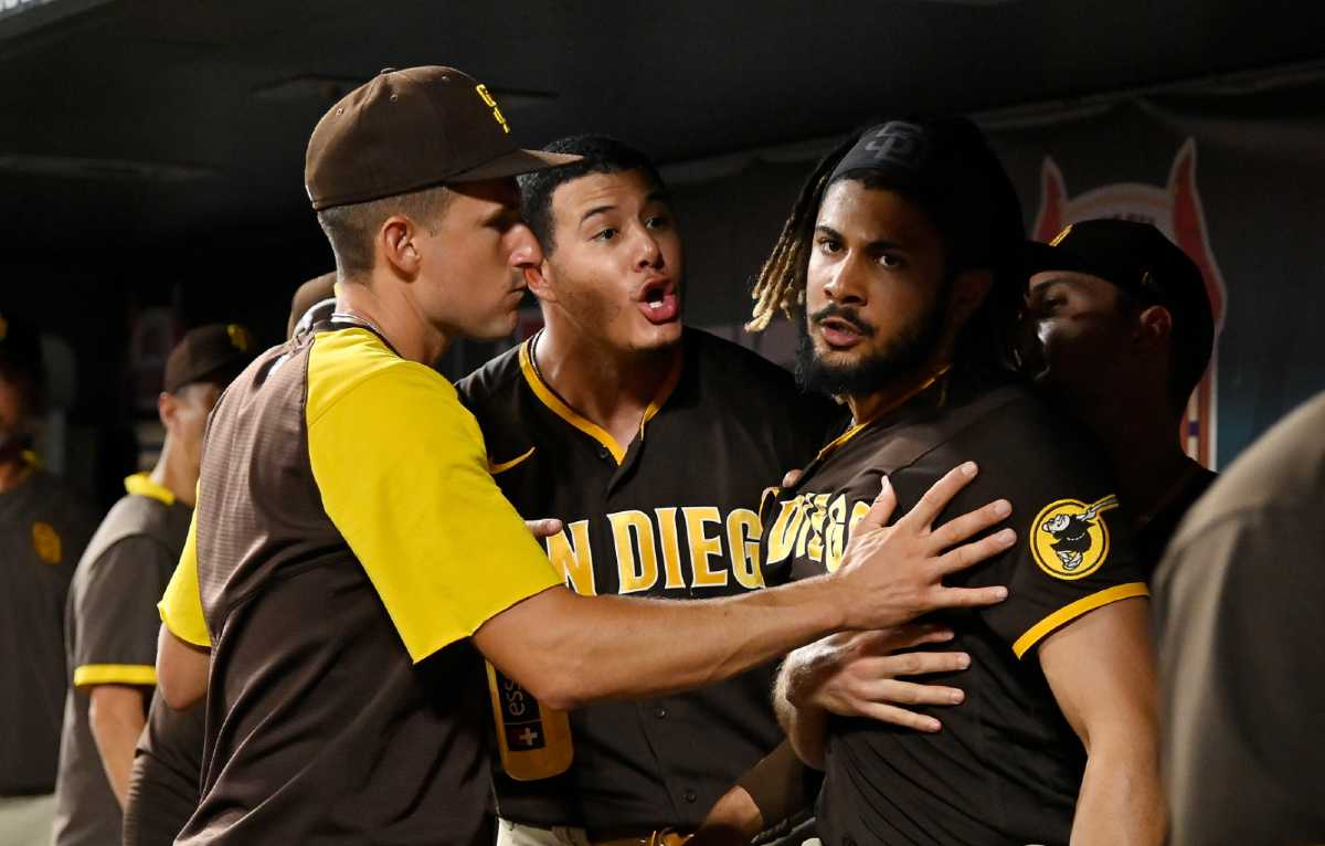 Padres director defends Machado for fighting with Tatis