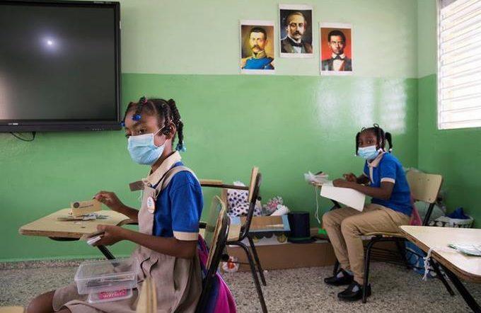 Schools must ensure a distance of 1.5 meters between students