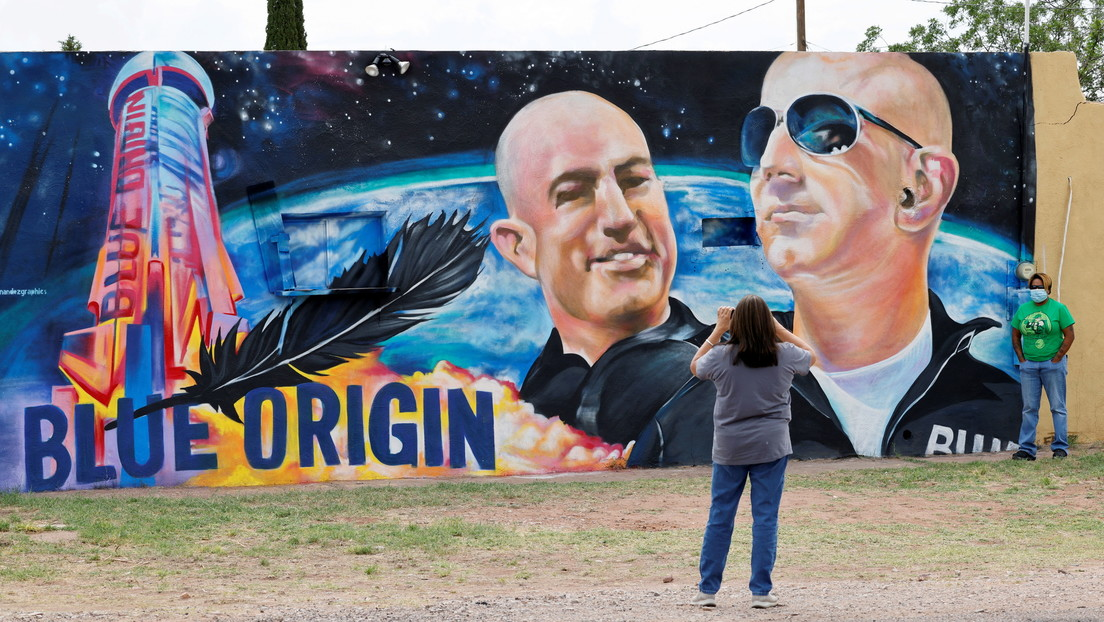 """A former Blue Origin employee says she """"wouldn't trust"""" Jeff Bezos to go into space"""