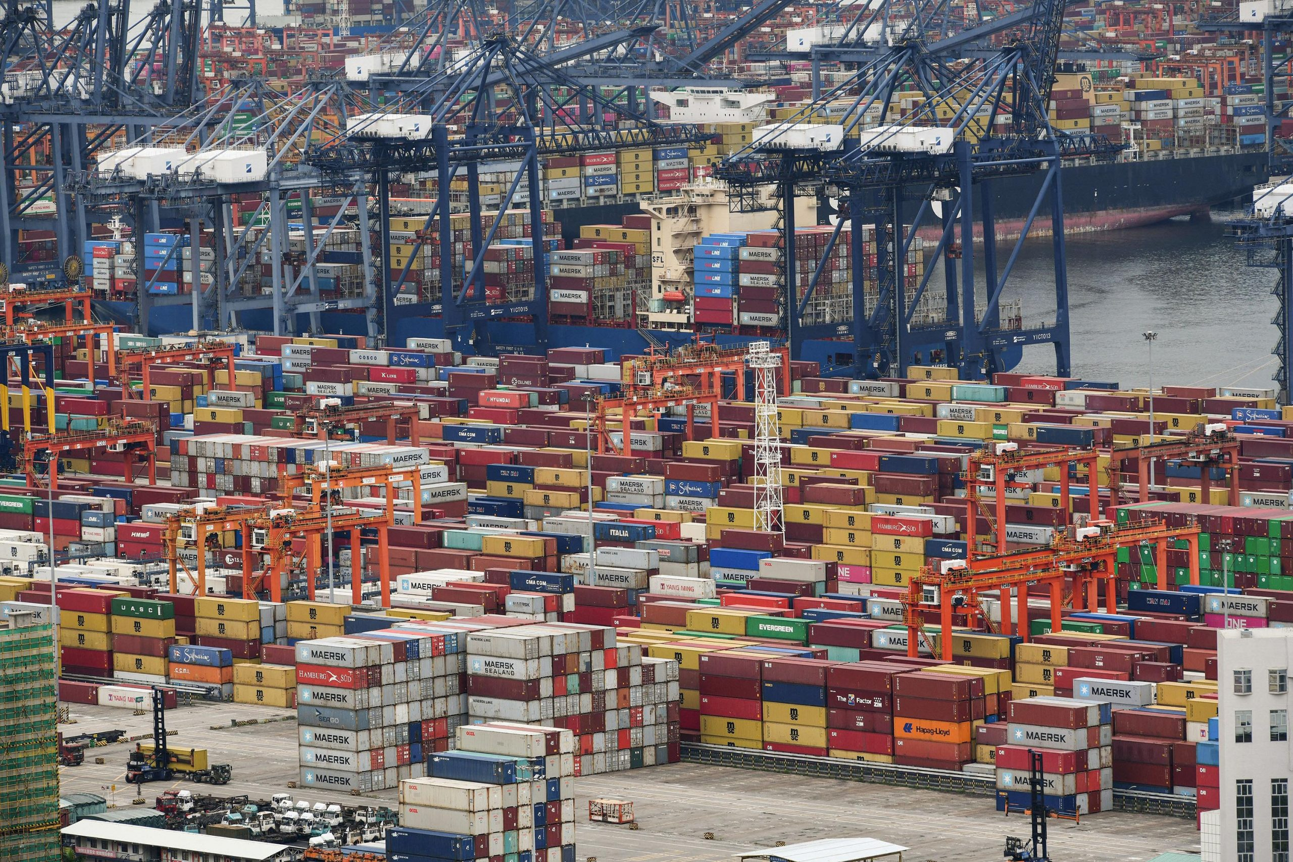 Biden announced measures to prevent a supply chain crisis