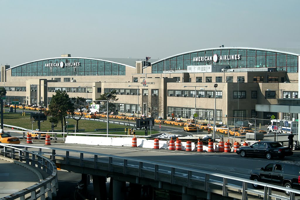 New York paralyzes a huge train project to LaGuardia Airport