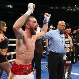 Mickey Garcia was surprised, losing to Spanish Sander Morton by a majority decision