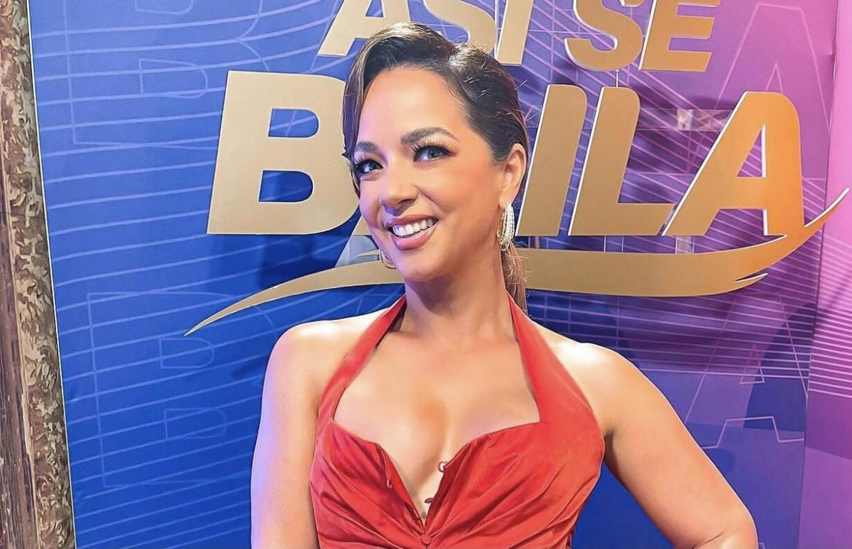 """Adamari Lopez shows her before her appearance on 'Ace Se Baila' and showers her with: """"You're so beautiful"""""""