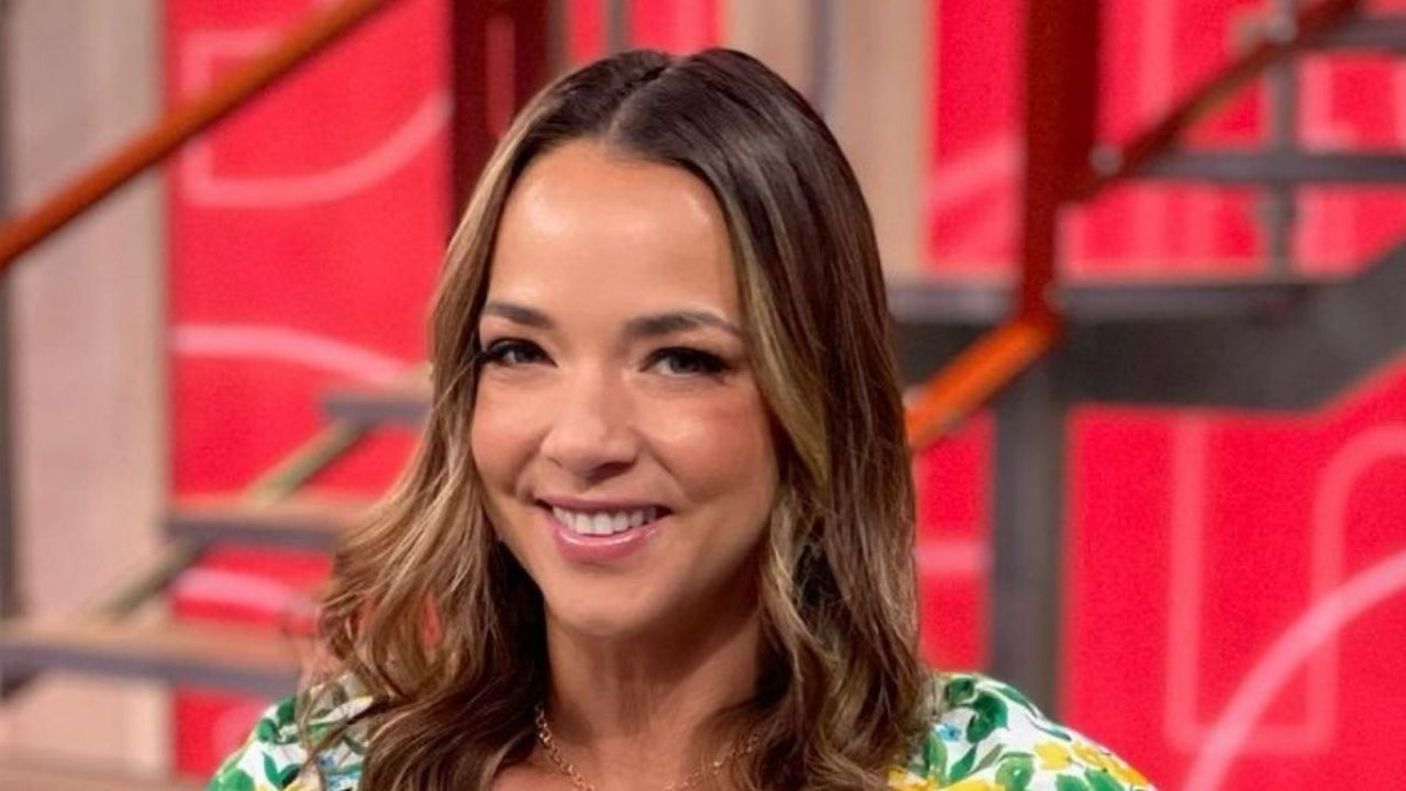 Adamari Lopez shows how to wear the perfect mini dress for this season