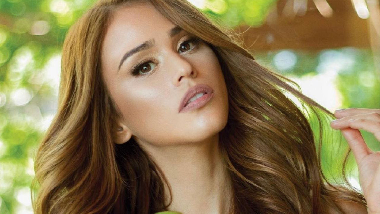 By the window, Yanet Garcia blew the nets to show her a unique silhouette