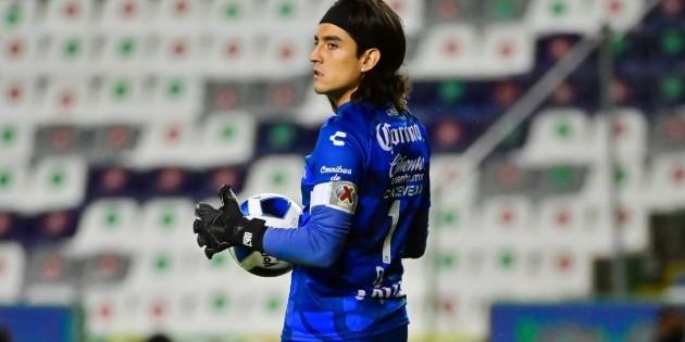 Chivas transfer    Carlos Acevedo approaches the goal: football