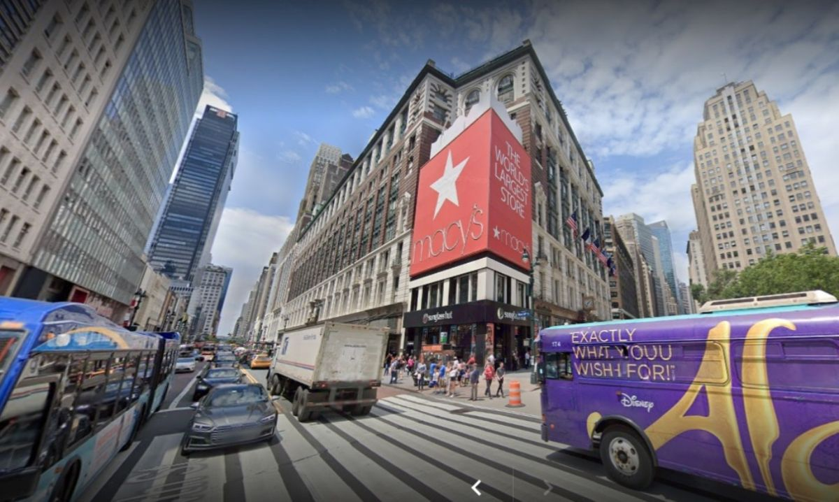 Giants fight in New York: Macy's called to stop Amazon from dumping exclusive ads on popular Broadway