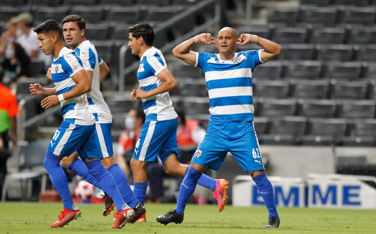 Humberto Suazo scored his first goal with Raya2