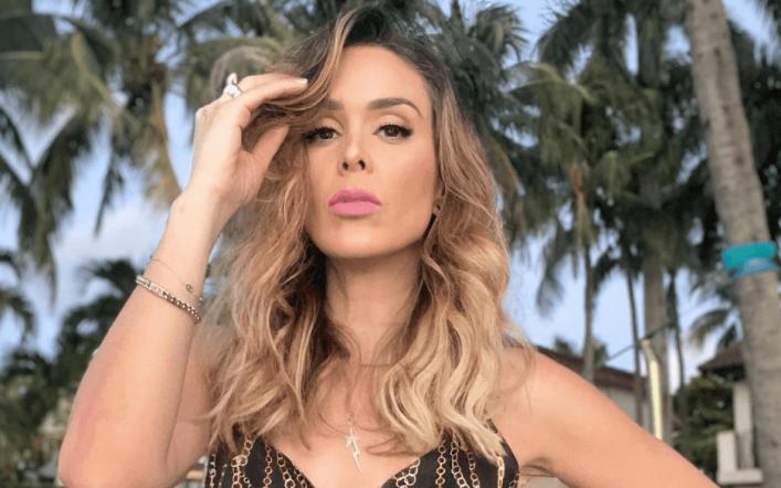 Jackie Bracamontes strips Thalia off her little waist