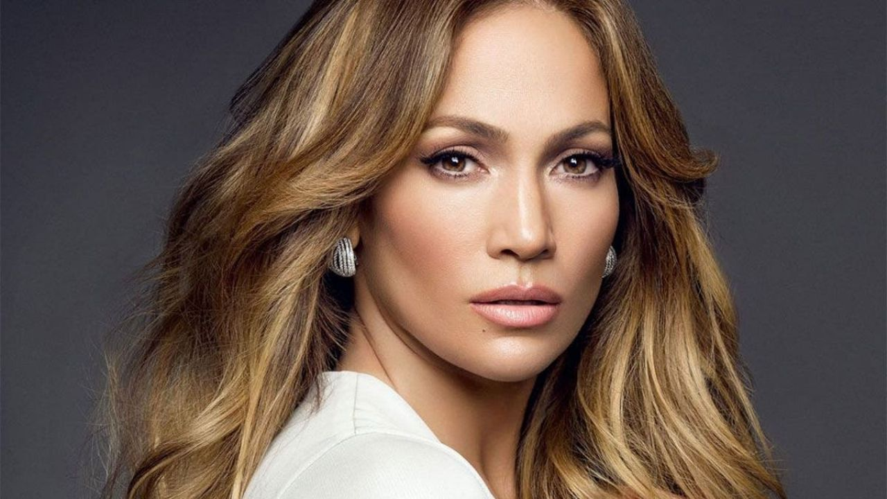 Jennifer Lopez rocks the nets and shows why she's one of the most beautiful women