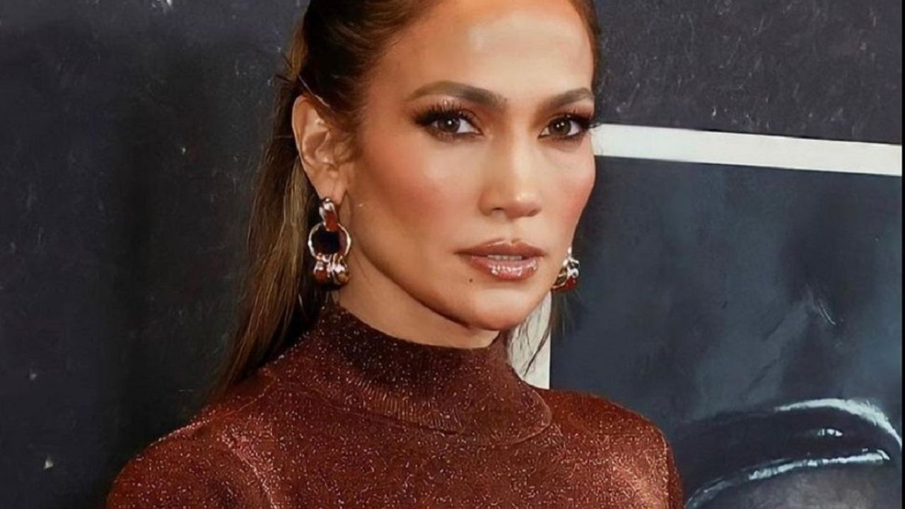 Jennifer Lopez's most daring sandals and how to combine them