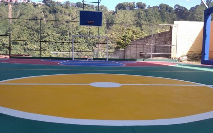 """Plan Cancha Bella Tricolor rehabilitates the sports space """"Aguachina"""" in the parish of Macarao in Caracas"""