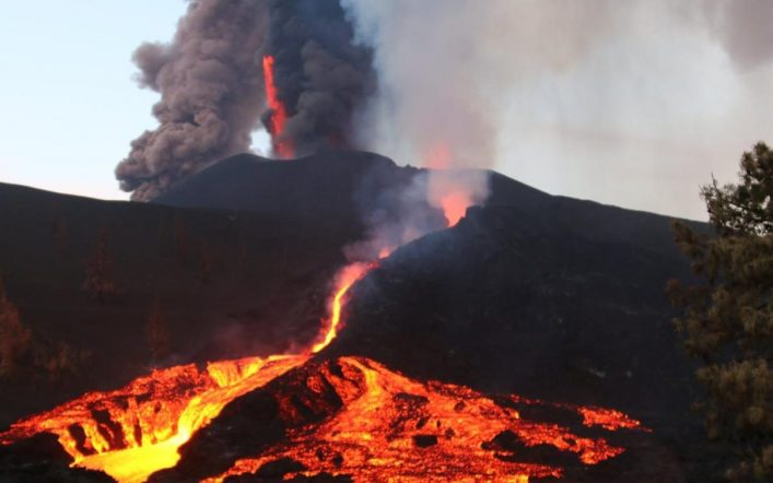As the lava advances from the Gumbre Viza volcano they are ordered to leave La Palma.