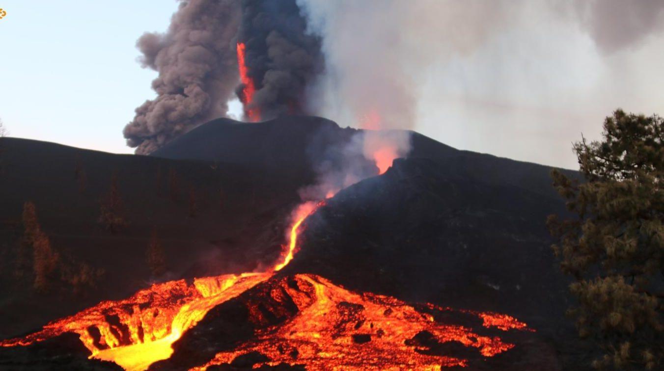 They order evacuations in La Palma as lava advances from Cumbre Vieja volcano